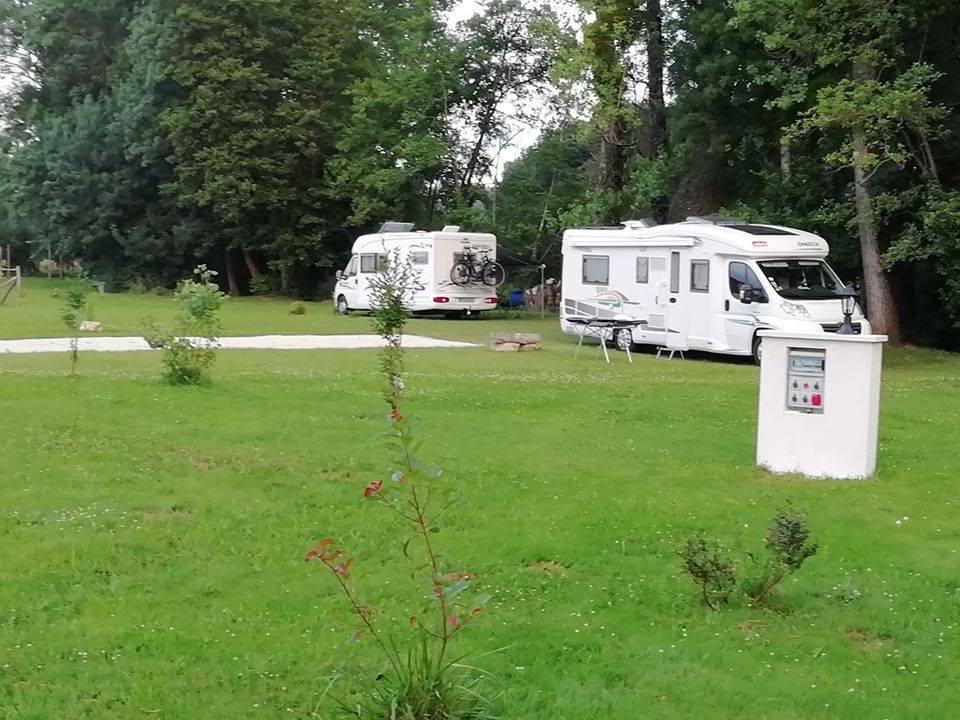 Aire camping-car à Saint-Angeau (16230) - Photo 1